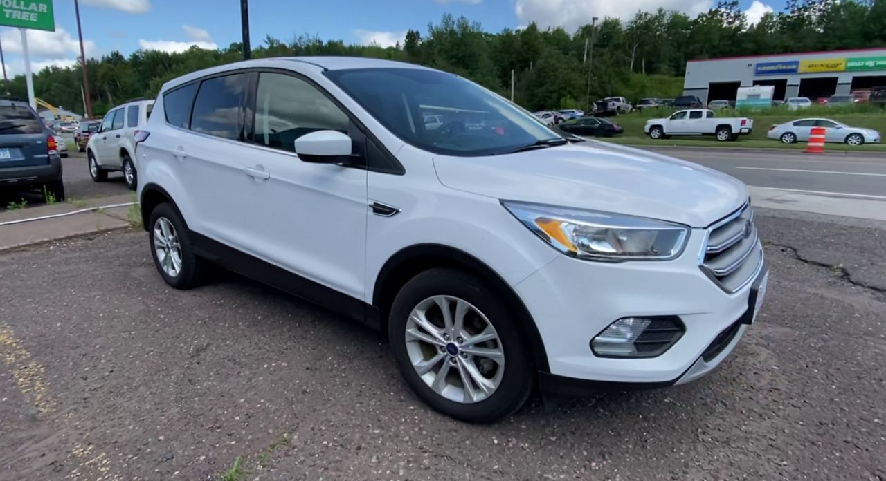 Pre-Owned 2017 FORD ESCAPE SE Sport U