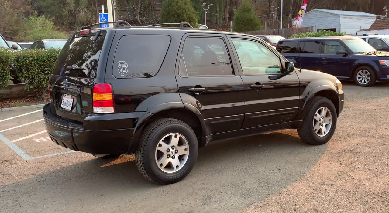 Pre-Owned 2005 FORD ESCAPE Limited Sp
