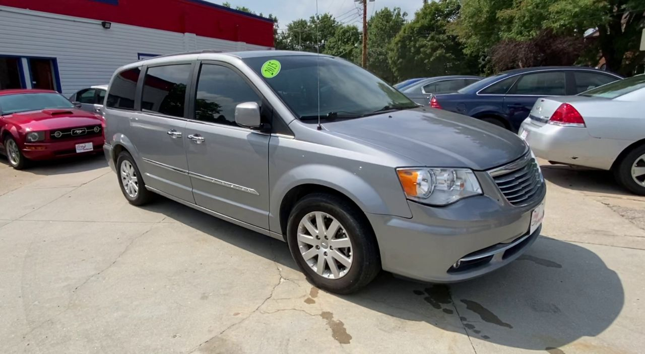 Pre-Owned 2015 CHRYSLER TOWN & COUNTRY TOURING MI
