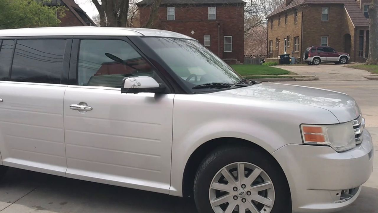 Pre-Owned 2010 FORD FLEX SEL Sport