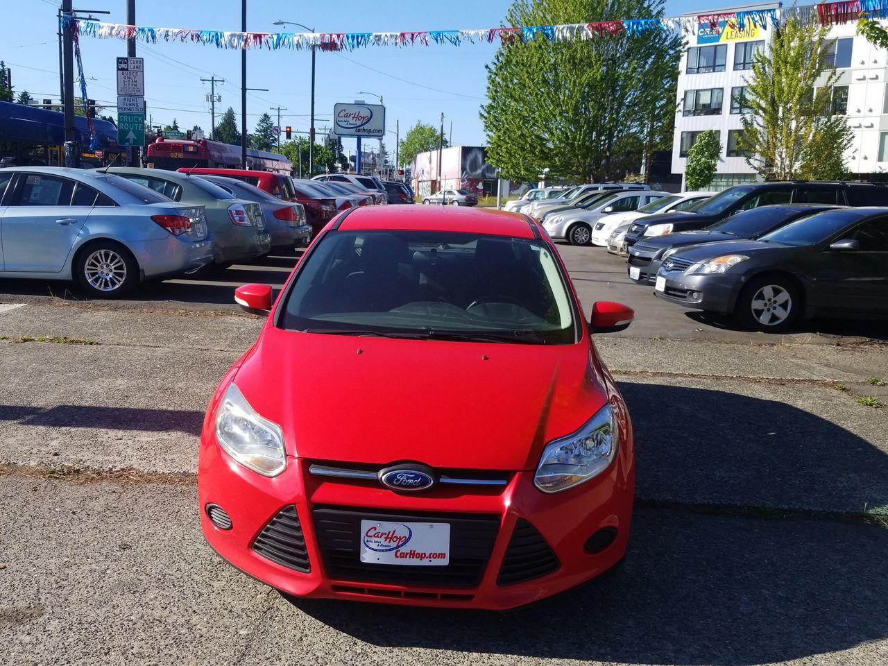 Pre-Owned 2014 FORD FOCUS SE Hatchba