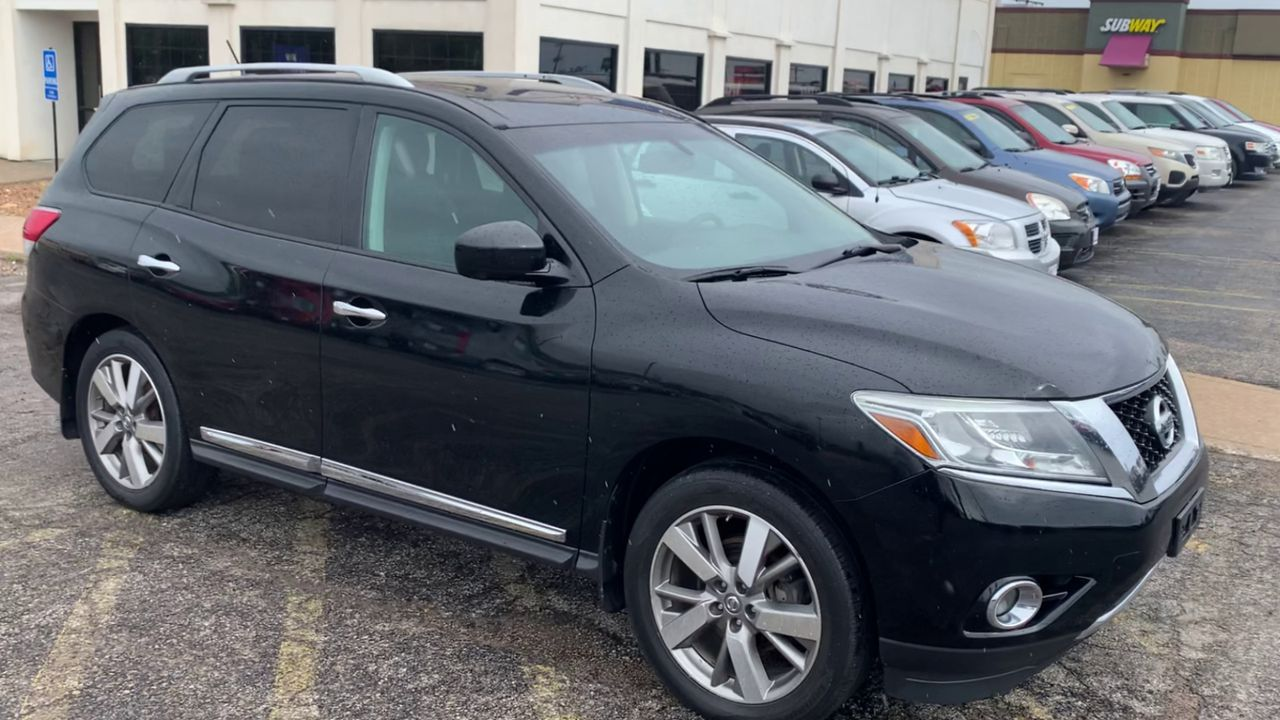 Pre-Owned 2013 NISSAN PATHFINDER LE