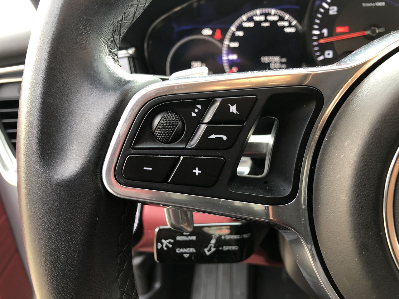 Pre-Owned 2018 Porsche Panamera 4