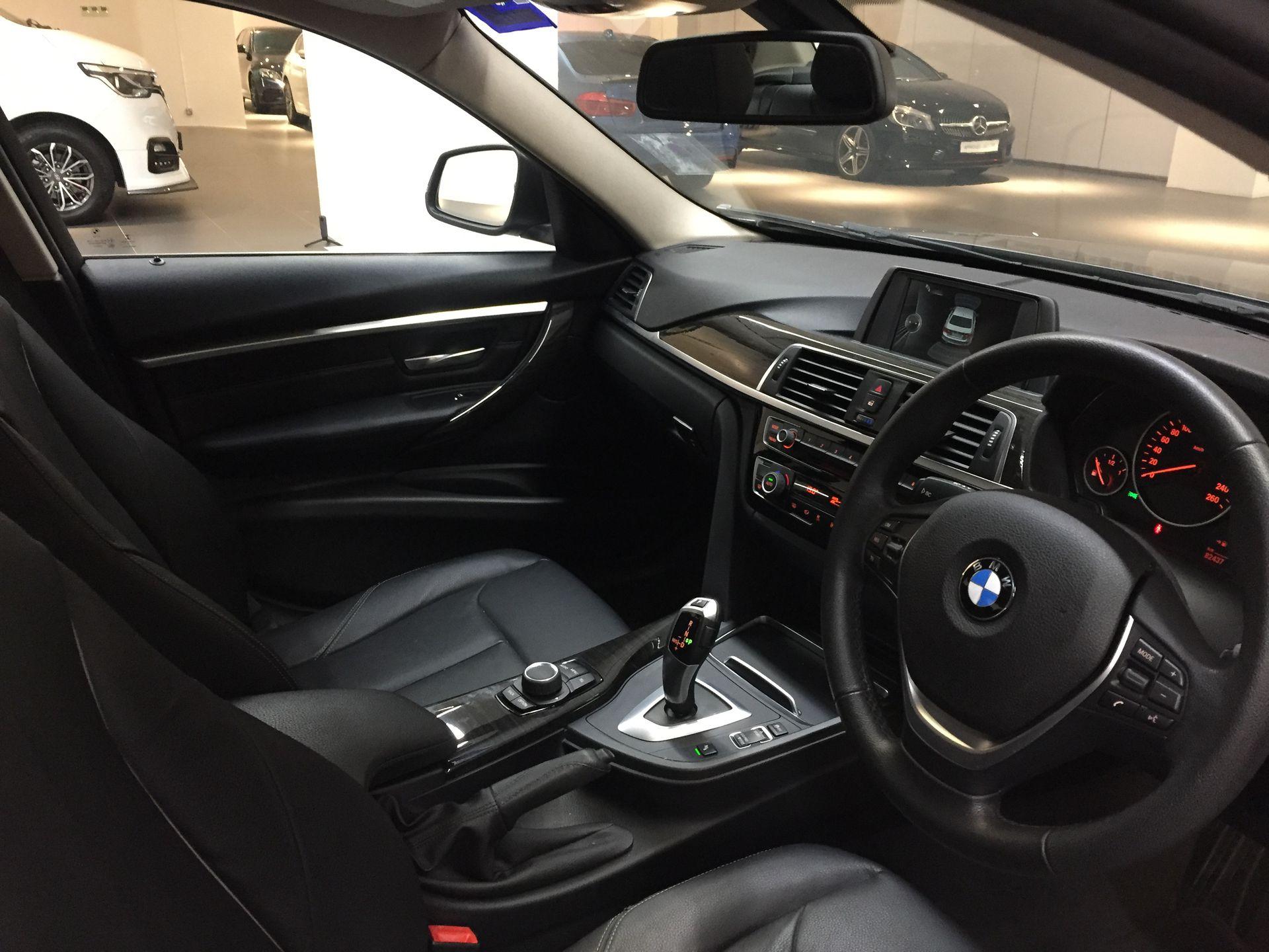 2016 BMW 318i Luxury F30 LCI - CKD