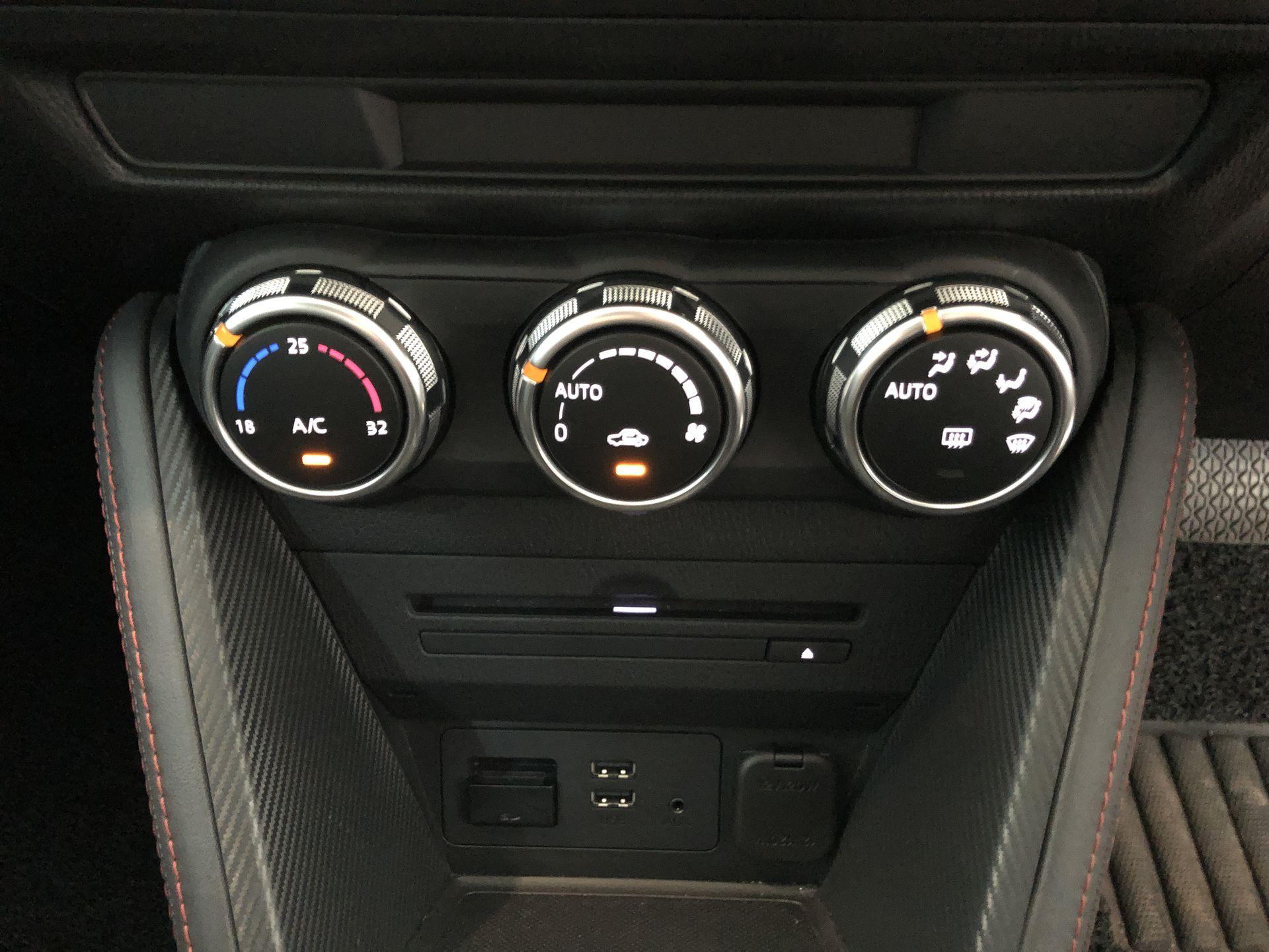 2015 Mazda 2 1.5SDN (A)