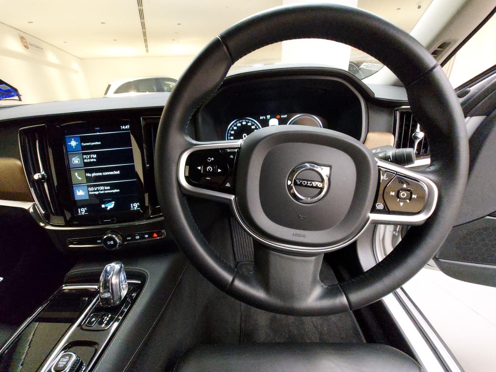 2019 Volvo S90 T8