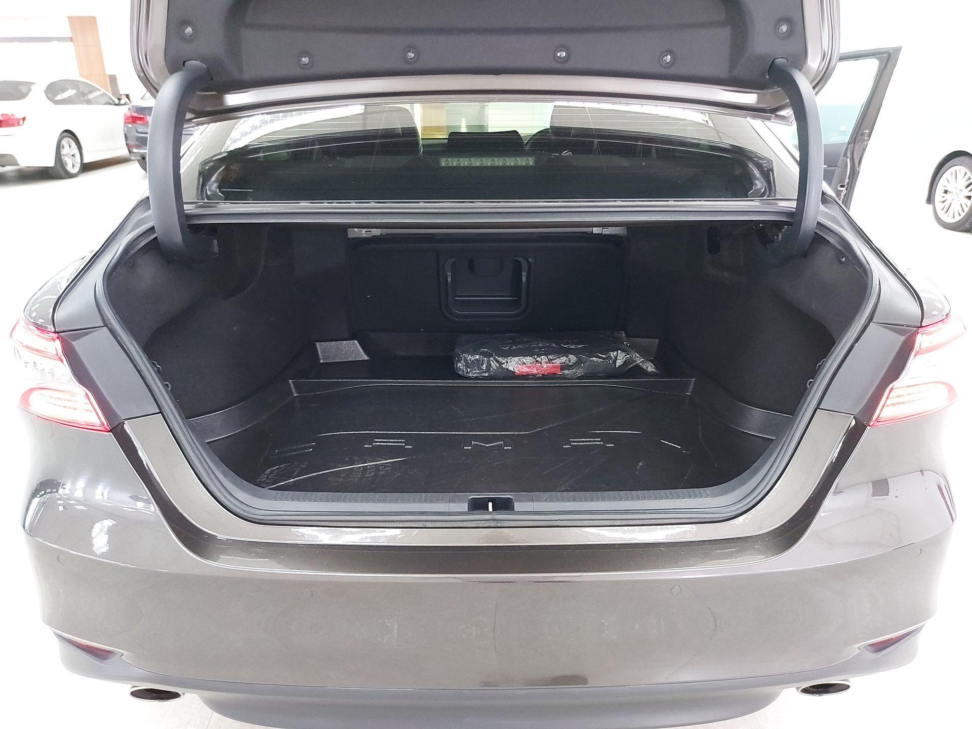 2020 Toyota Camry 2.5V