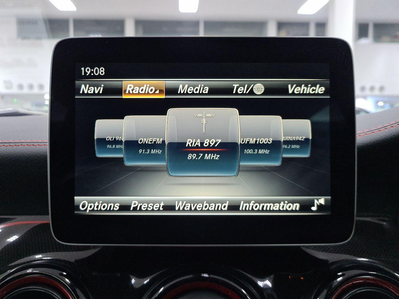 Mercedes Benz AMG GLA45 4MATIC (R19 LED)