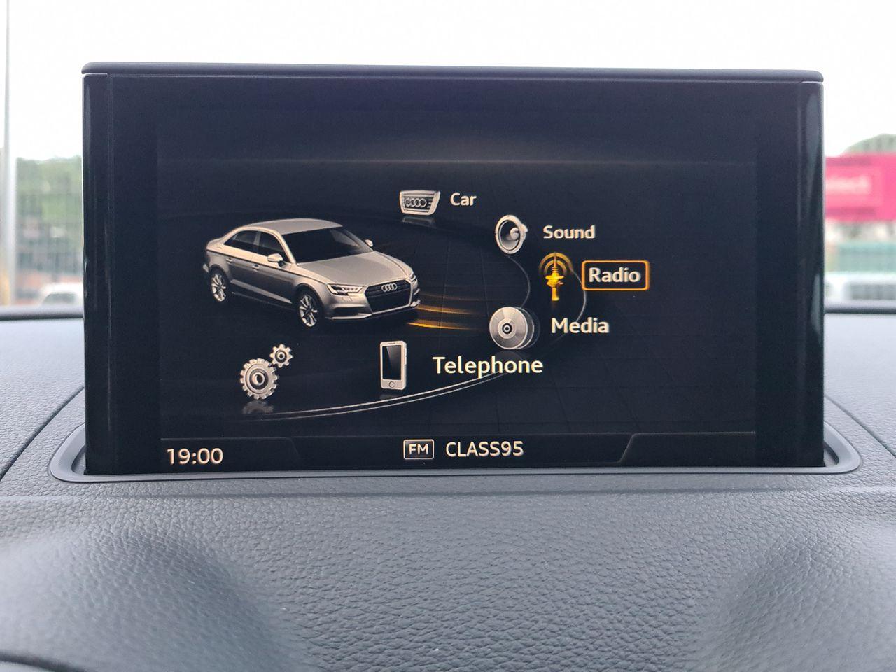 Audi A3 SEDAN 1.0 TFSI S TRONIC (LED)