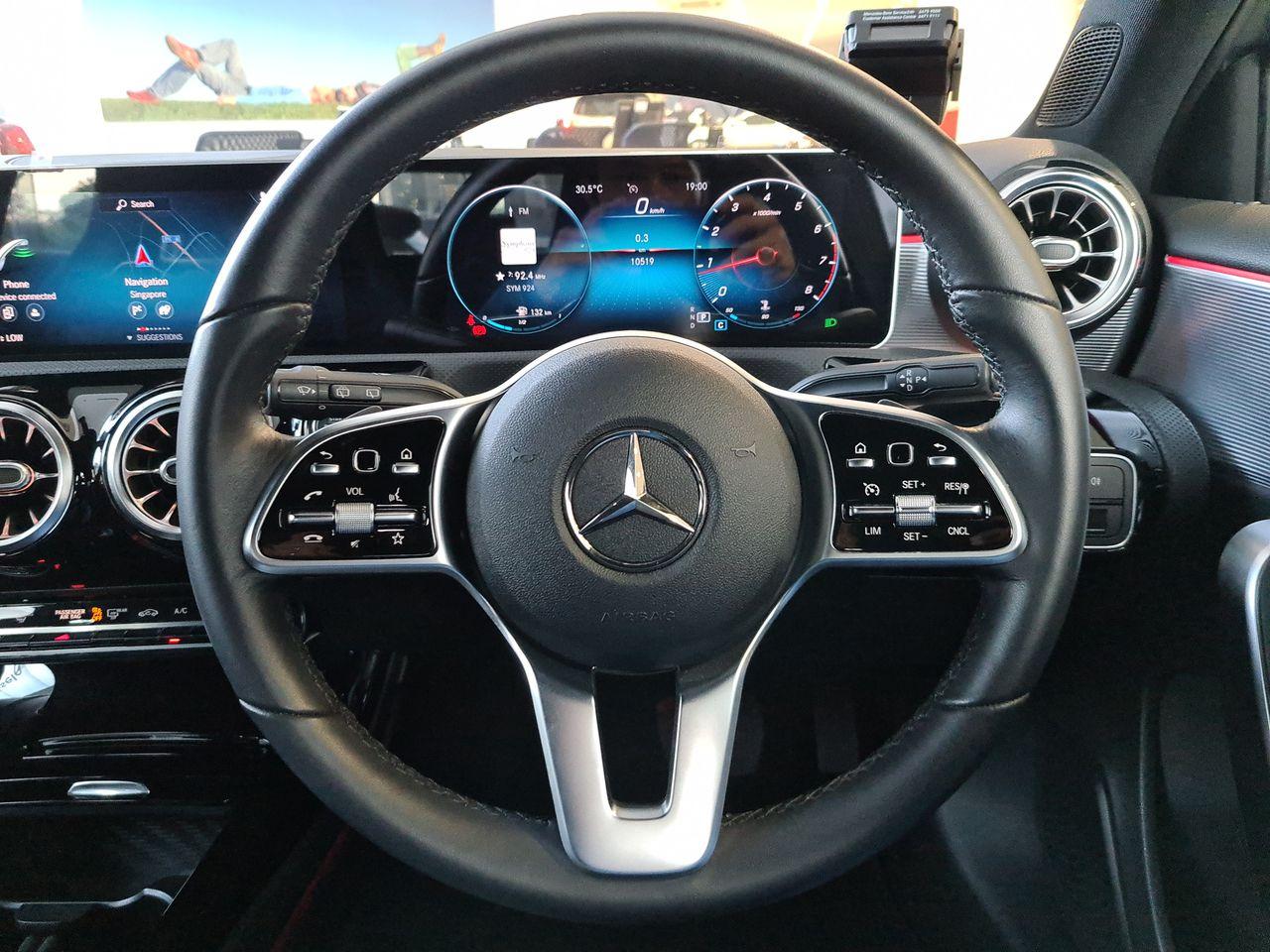 Mercedes Benz A200 COMPT SALN PROGRESSIVE (R18 LED)