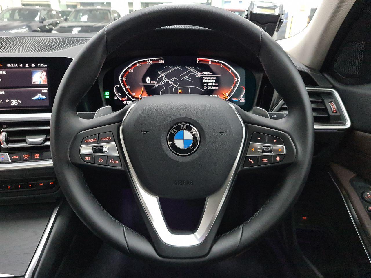 BMW 320i Luxury